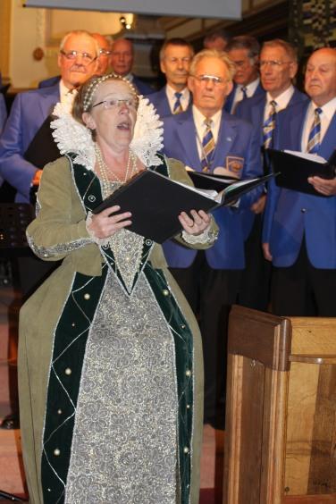Elizabeth I sings