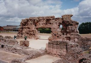800px-Wroxeter_baths,_2010
