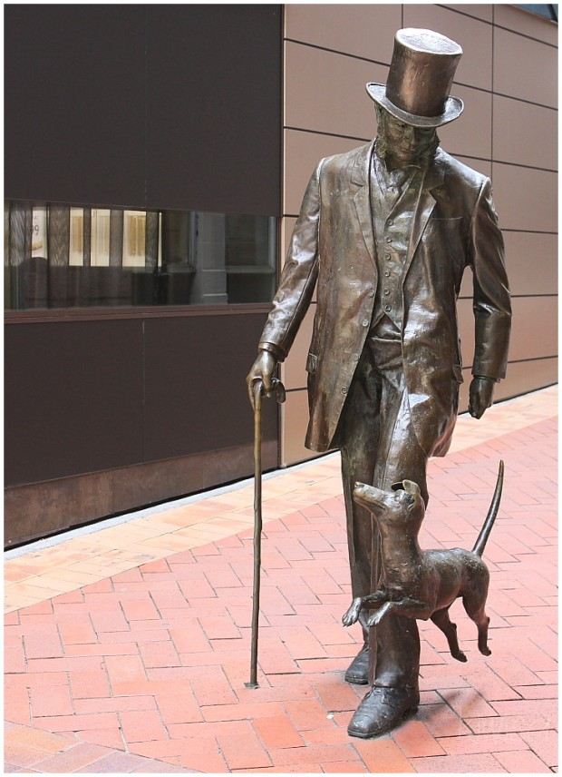 A contemporary statue of Plimmer and his dog, Fritz
